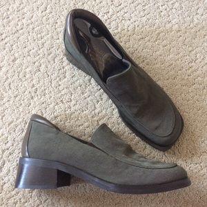 Donald J Pliner slip on heeled loafers